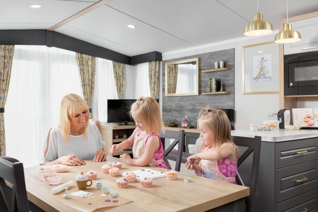 Swift Bordeaux 2018 dining room people