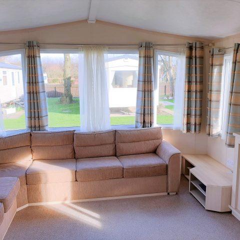 Pemberton Avon 2010 lounge